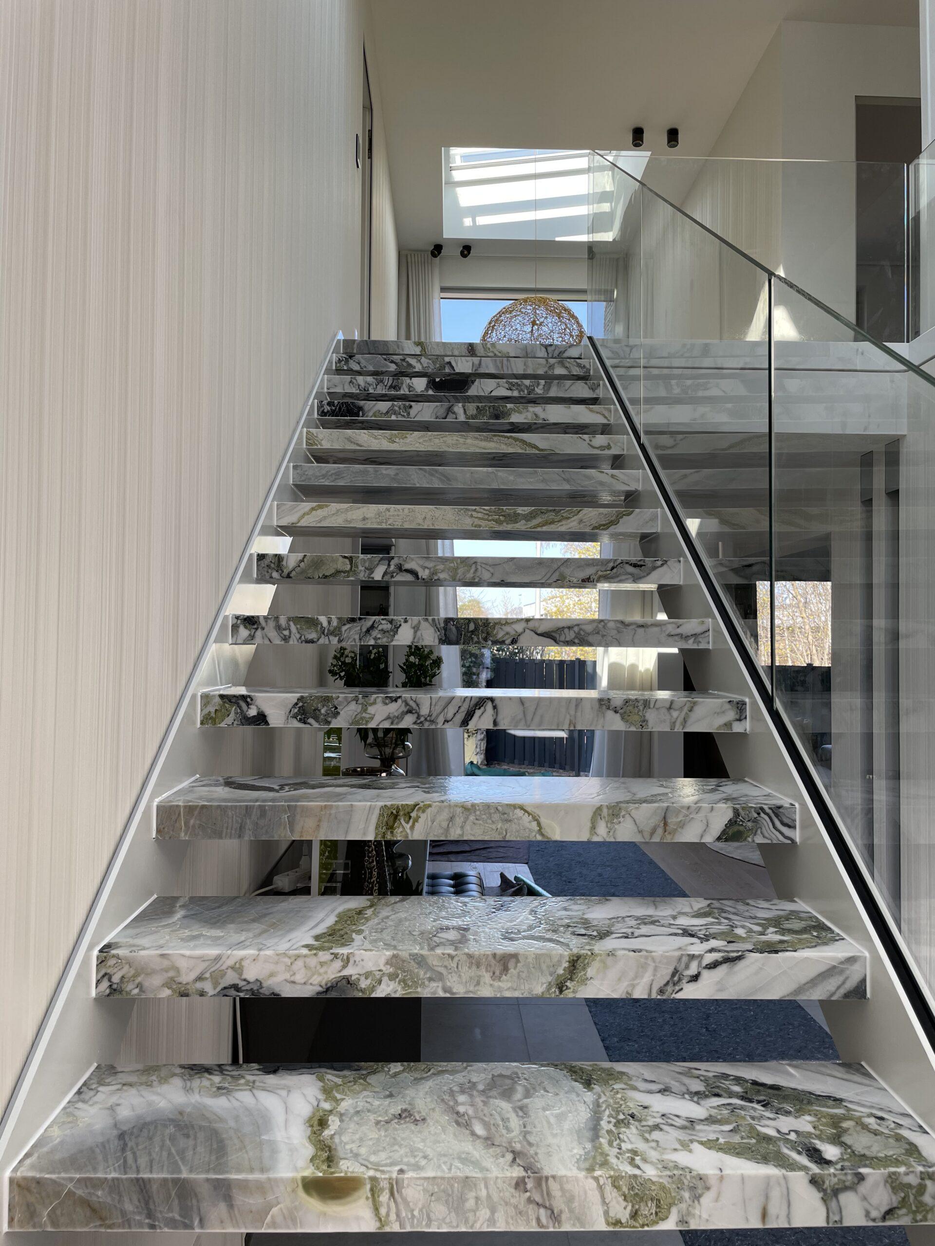 Fliesen Beverungen Treppe aus Stein